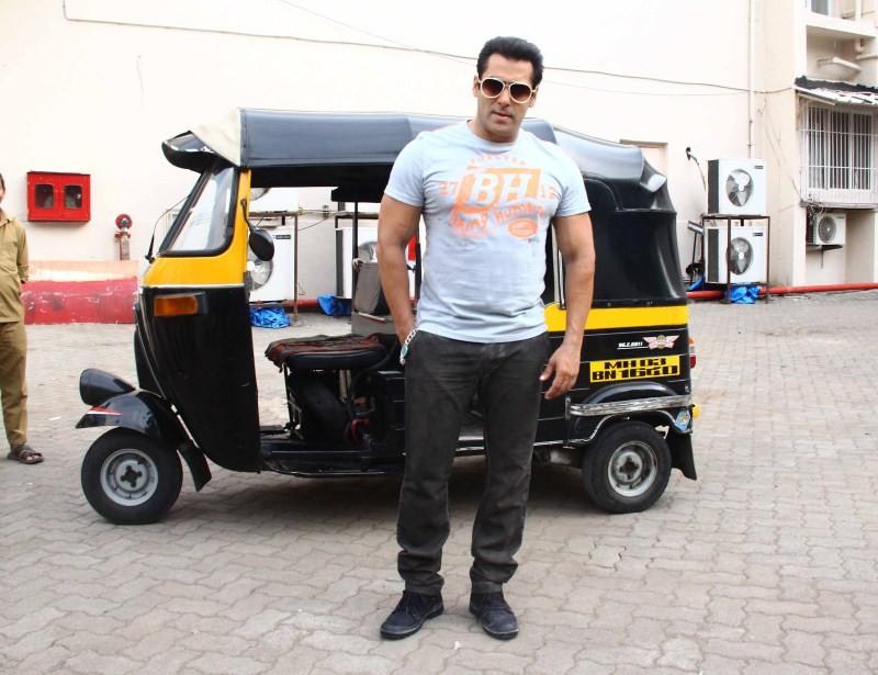 Salman Khan snapped at Mehboob Studio,Salman Khan,actor Salman Khan,Salman Khan at Mehboob Studio,Salman Khan latest pics,Salman Khan latest images,Salman Khan latest photos,Salman Khan latest pictures,Salman Khan latest stills