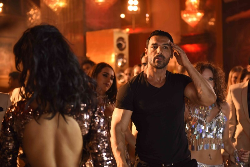 John Abraham and Shruti Haasan,John Abraham,Shruti Haasan,John Abraham at Welcome Back Song Shooting,Shruti Haasan at Welcome Back Song Shooting,Welcome Back Song Shooting,John Abraham Latest Pics,John Abraham Latest Images,John Abraham Latest photos,John