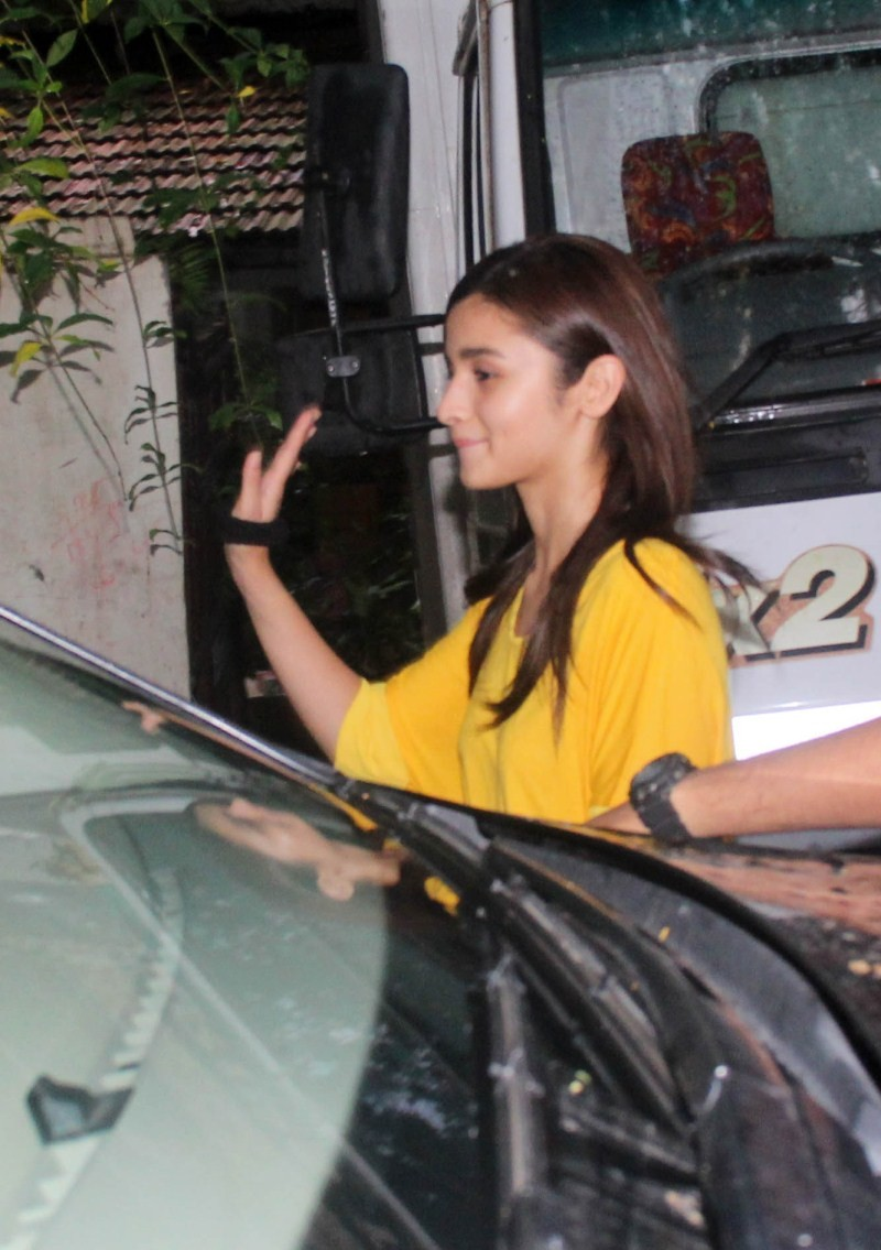 Alia Bhatt and Sidharth Malhotra,Alia Bhatt and Sidharth Malhotra snapped in Bandra,Alia Bhatt,Sidharth Malhotra,Alia Bhatt latest pics,Alia Bhatt latest images,Alia Bhatt latest photos,Alia Bhatt latest stills,Alia Bhatt latest pictures,Sidharth Malhotra