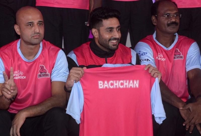 Abhishek Bachchan,Abhishek Bachchan with Jaipur Pink Panthers Kabaddi team press meet,Kabaddi team press meet,Jaipur Pink Panthers,actor Abhishek Bachchan,Abhishek Bachchan pics,Abhishek Bachchan images,Abhishek Bachchan photos,Abhishek Bachchan stills,Ab