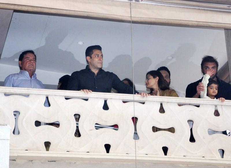 Salman Khan celebrates Eid-al-Fitr,Salman Khan,actor Salman Khan,Eid-al-Fitr,Eid-al-Fitr celebration,Salman Khan latest pics,Salman Khan latest images,Salman Khan latest photos,Salman Khan latest stills,Salman Khan latest pictures,Bajrangi Bhaijaan