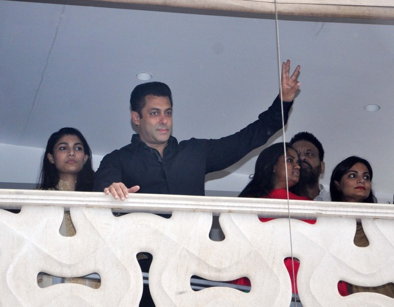Salman Khan celebrates Eid-al-Fitr,Salman Khan,actor Salman Khan,Eid-al-Fitr,Eid-al-Fitr celebration,Salman Khan latest pics,Salman Khan latest images,Salman Khan latest photos,Salman Khan latest stills,Salman Khan latest pictures,Bajrangi Bhaijaan