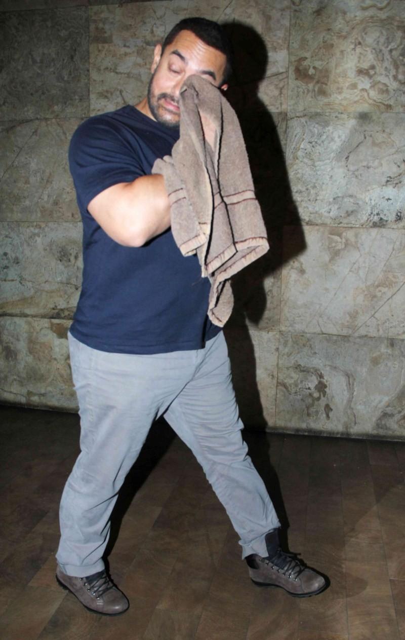Salman Khan invites Aamir Khan to Watch Bajrangi Bhaijaan,Salman Khan invites Aamir,Bajrangi Bhaijaan,Bajrangi Bhaijaan special screning,Aamir Khan Bajrangi Bhaijaan special screning,Bajrangi Bhaijaan special screening pics,Bajrangi Bhaijaan special scree