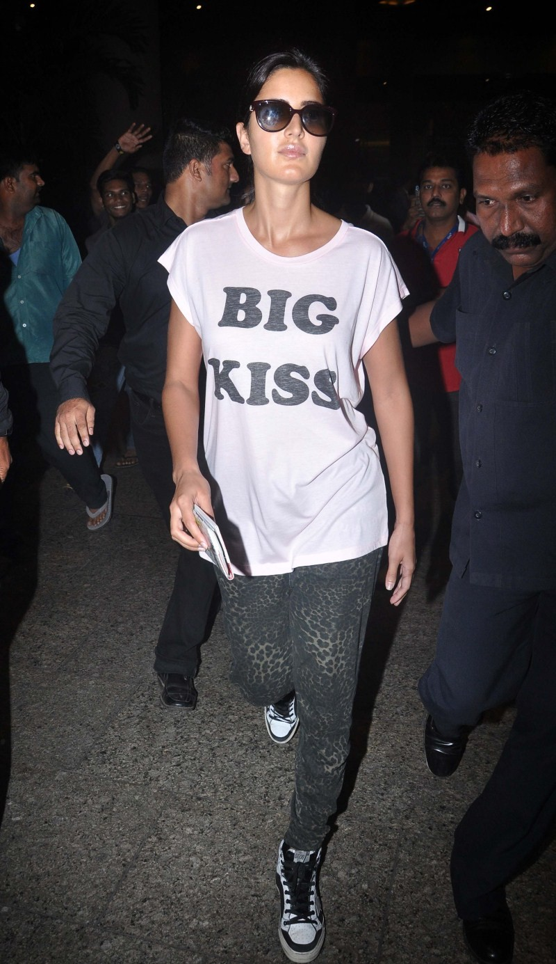 Ranbir Kapoor and Katrina Kaif spotted Mumbai Airport,Ranbir Kapoor spotted Mumbai Airport,Katrina Kaif spotted Mumbai Airport,Ranbir Kapoor and Katrina Kaif,Ranbir Kapoor,Katrina Kaif,Katrina Kaif latest pics,Katrina Kaif latest images,Katrina Kaif lates