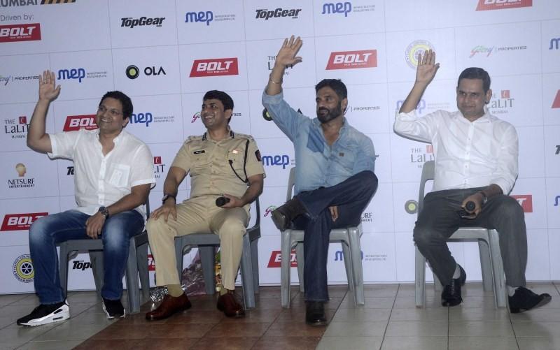 Sunil Shetty,Sunil Shetty spreads awareness on using Helmet,Actor Sunil Shetty,Sunil Shetty latest pics,Sunil Shetty latest images,Sunil Shetty latest photos,Sunil Shetty latest stills,Sunil Shetty latest pictures