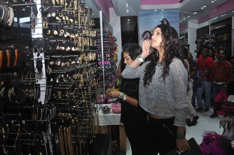 Ayesha Kapoor promotes Ayesha Accessories store at Phoenix Mall,Ayesha Accessories store at Phoenix Mall,Ayesha Accessories,Ayesha Accessories store,actress Ayesha Kapoor,Ayesha Kapoor latest pics,Ayesha Kapoor latest images,Ayesha Kapoor latest photos,Ay