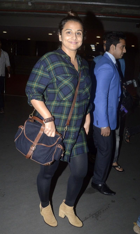 Vidya Balan and Siddharth Roy Kapur snapped at International Airport,Vidya Balan,Siddharth Roy Kapur,Vidya Balan and Siddharth Roy Kapur,Vidya Balan snapped at International Airport,Siddharth Roy Kapur snapped at International Airport,actress Vidya Balan
