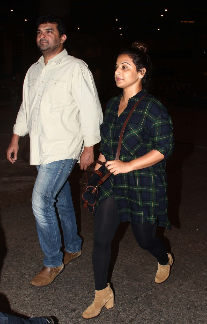 Vidya Balan and Siddharth Roy Kapur snapped at International Airport,Vidya Balan,Siddharth Roy Kapur,Vidya Balan and Siddharth Roy Kapur,Vidya Balan snapped at International Airport,Siddharth Roy Kapur snapped at International Airport,actress Vidya Balan