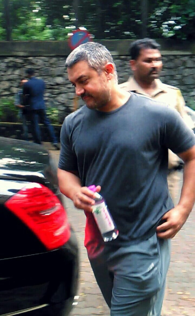Aamir Khan snapped coming out of a Massage Parlour in Bandra,Aamir Khan,Aamir Khan snapped in Bandra,actor Aamir Khan,Aamir Khan latest pics,Aamir Khan latest images,Aamir Khan latest photos,Aamir Khan latest stills,Aamir Khan latest pictures