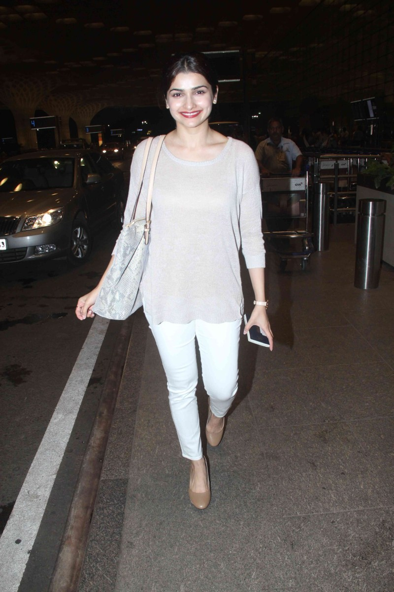 Prachi Desai,actress Prachi Desai,Prachi Desai Spotted at International Airport,Prachi Desai Spotted at Airport,Prachi Desai latest pics,Prachi Desai latest images,Prachi Desai latest photos,Prachi Desai latest stills,Prachi Desai latest pictures