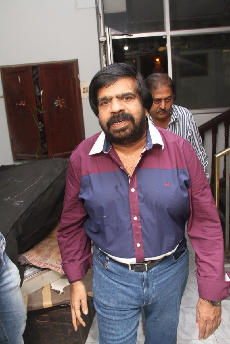T. Rajendar at Vaalu Press Meet,Simbu's father T. Rajendar,Vaalu Press Meet,T. Rajendar,Simbu,Silambarasan,Vaalu Press Meet pics,Vaalu Press Meet images,Vaalu Press Meet photos,Vaalu Press Meet stills,Vaalu Press Meet pictures