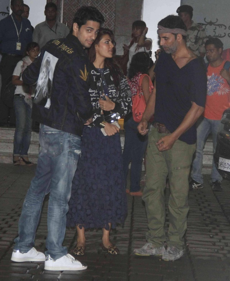 Akshay Kumar,Sidharth Malhotra,Jacqueline Fernandez,Brothers Team,Brothers Team Spotted at Mumbai Airport,Akshay Kumar,Sidharth Malhotra and Jacqueline Fernandez