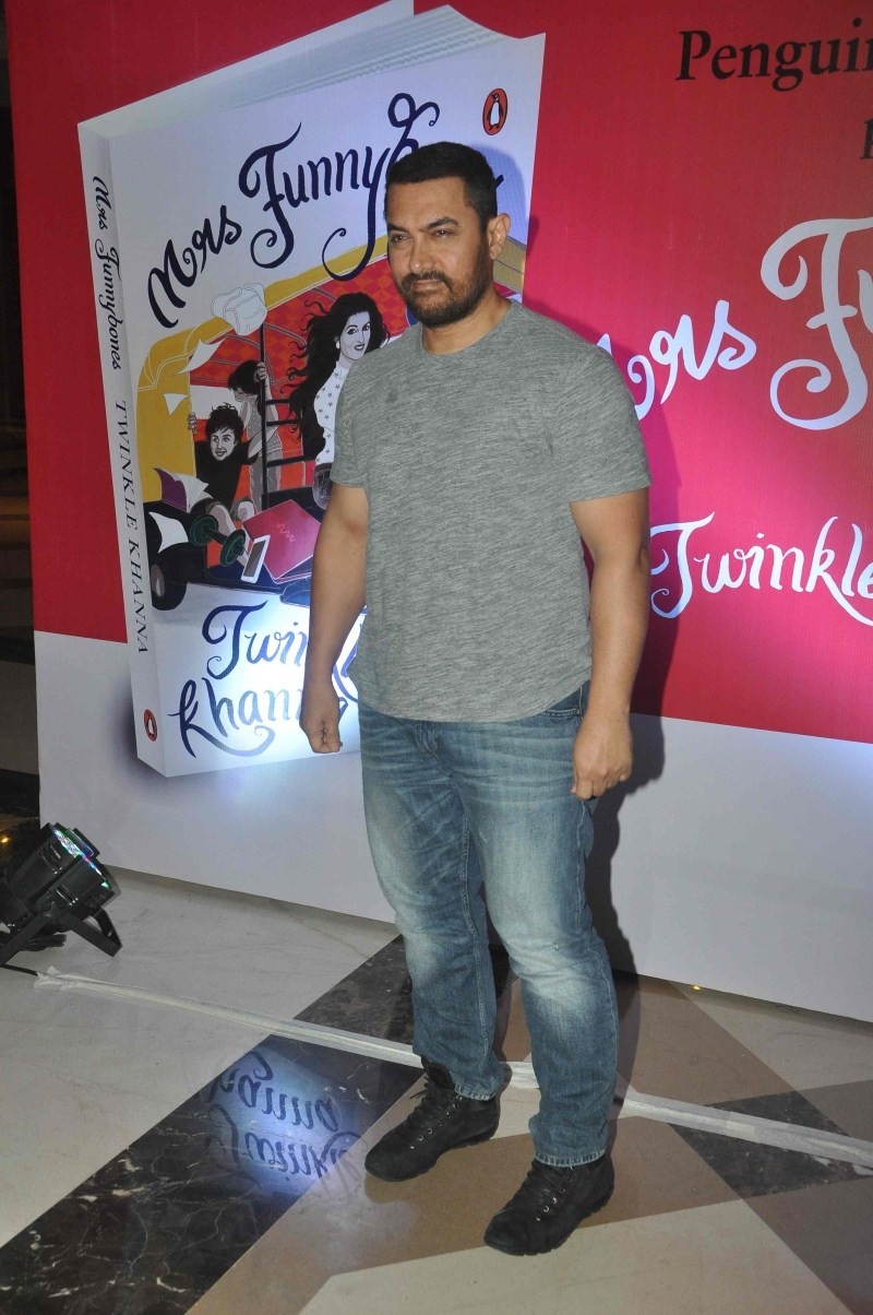 Aamir Khan,Akshay Kumar,Karan Johar,Dimple Kapadia,Twinkle Khanna,Twinkle Khanna's book Mrs Funnybones,Mrs Funnybones,Funnybones,Sonali Bendre