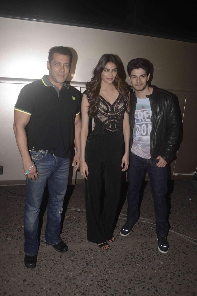 Salman Khan,Sooraj Pancholi,Athiya Shetty,Hero movie promotion,Hero promotion,Salman Khan promotes Hero Movie,Jhalak Reloaded,Hero on the sets of Jhalak Reloaded