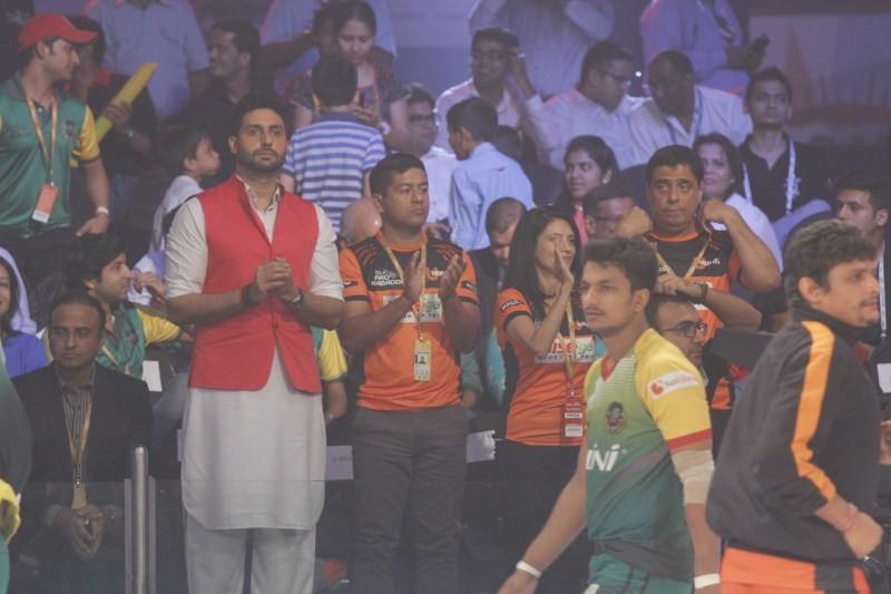 Abhishek Bachchan,Pro Kabaddi League 2015 Semi Final Match,Pro Kabaddi League 2015,Pro Kabaddi,Pro Kabaddi 2015,actor Abhishek Bachchan,Abhishek Bachchan latest pics,Abhishek Bachchan latest images,Abhishek Bachchan latest photos,Abhishek Bachchan latest