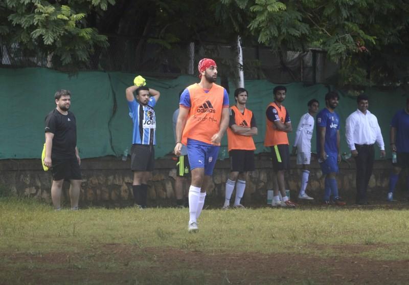 Ranbir Kapoor,Ranbir Kapoor playing football,Ranbir Kapoor snapped at the Football Practice,Ranbir Kapoor latest pics,Ranbir Kapoor latest images,Ranbir Kapoor latest photos,Ranbir Kapoor latest stills,Ranbir Kapoor latest pictures