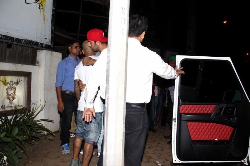 Ranbir Kapoor,Ranbir Kapoor snapped at Hakim's Aalim Salon,Ranbir Kapoor snapped at Hakim's Aalim Salon and Tattoo Lounge Versova,Ranbir Kapoor latest pics,Ranbir Kapoor latest images,Ranbir Kapoor latest photos,Ranbir Kapoor latest stills,Ranbir Kapo