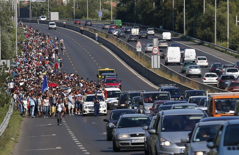 Hundreds of migrants,Budapest,Austria,The long march to Austria,Migrants,refugees