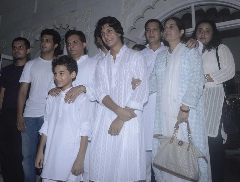 Amitabh Bachchan,Aishwarya Rai,Madhuri Dixit,Juhi Chawla,Aadesh Shrivastav prayer meet,Aadesh Shrivastav,aadesh shrivastava funeral,celebs at Aadesh Shrivastav's prayer meet