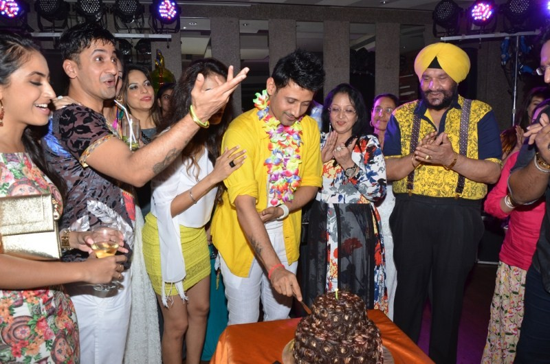 Manmeet of Meet Bros' star-studded birthday bash,Manmeet of Meet Bros' birthday bash,birthday party,birthday celebration,Ayesha Jhulka,Ekta Kapoor,Ajay Kapoor,Karishma Tanna,Monali Thakur,Shruti Tejwani,Prabhu Deva