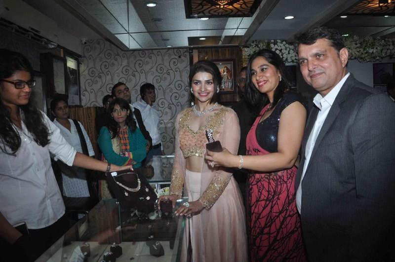 Prachi Desai,actress Prachi Desai,Prachi Desai showcases Manek Gems,Manek Gems,Prachi Desai latest pics,Prachi Desai latest images,Prachi Desai latest photos,Prachi Desai latest stills,Prachi Desai latest pictures