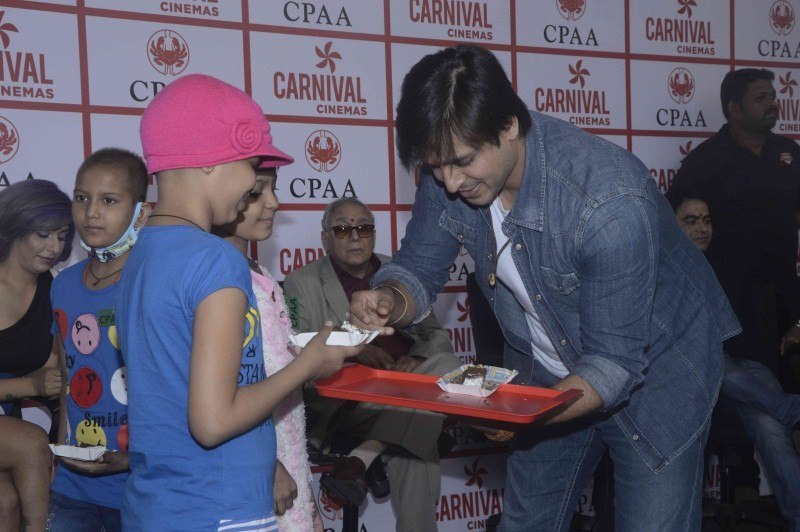 Vivek Oberoi,Vivek Oberoi birthday,Vivek Oberoi birthday celebration,Vivek Oberoi birthday celebration with cancer patients,cancer patients,actor Vivek Oberoi,Vivek Oberoi latest pics,Vivek Oberoi latest images,Vivek Oberoi latest photos,Vivek Oberoi late
