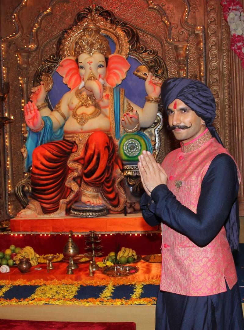 Ranveer Singh,Ranveer Singh promotes Bajirao Mastani song,Bajirao Mastani new song on sets of Udaan,Bajirao Mastani new song,Bajirao Mastani song,Udaan,Ranveer Singh latest pics,Ranveer Singh latest images,Ranveer Singh latest photos,Ranveer Singh latest