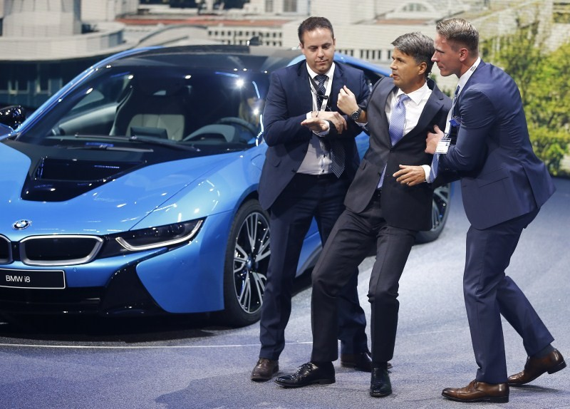 Harald Krueger,Harald Krueger Faints on Stage,BMW CEO Harald Krueger,BMW CEO,BMW CEO Faints on Stage,BMW,BMW car,Frankfurt Motor Show