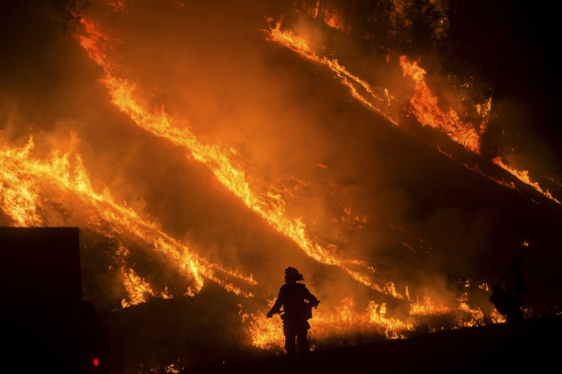 California Wildfire,Northern California wildfire,wildfire,Hundreds of houses go up in flames,houses go up in flames