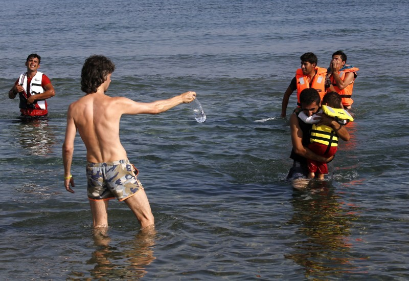 Humanity,Moments of Humanity,Best moments of humanity,Heartwarming,Moments That Restored Our Faith In Humanity,Syrian refugee,refugee,migrant