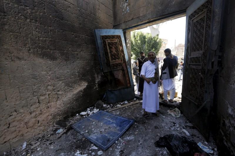 Yemen Mosque Explosion,Yemen Mosque,Twin Suicide Bombings,twin suicide attack,Twin Suicide Bombs,Yemen,Eid al-Adha,Eid al-Adha prayers,suicide bombers,mosque,mosque attack,al-Balili mosque