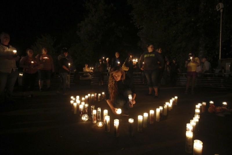 Oregon school shooting,Oregon shooting,school shooting,Candlelight prayer at Roseburg's Stewart Park,Candlelight prayer,Roseburg's Stewart Park,Umpqua Community College,Umpqua College