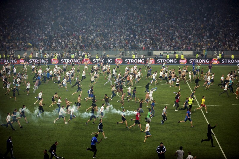 Craziest Pitch Invaders,Pitch Invaders,funny Pitch Invaders,Pitch Invaders during football,funny,funny peoples,crazy peoples