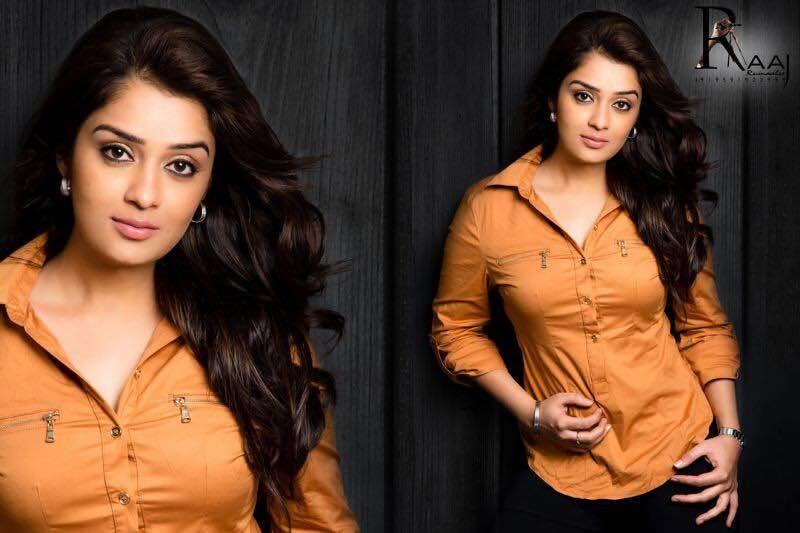 Nikita Thukral,kanal,nikita thukral in kanal,kaiyethum durath actress,nikita thukral latest photos