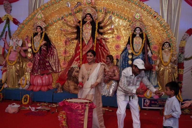 Vidya Balan,Navratri festival,Vidya Balan offers special puja to goddess Durga,actress Vidya Balan,Vidya Balan latest pics,Vidya Balan latest images,Vidya Balan latest photos,Vidya Balan latest stills,Vidya Balan latest pictures