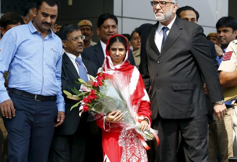 Geeta,Geeta lands in Delhi,Geeta lands in Delhi from Pakistan,Deaf-mute Geeta,IGI airport in Delhi,IGI airport
