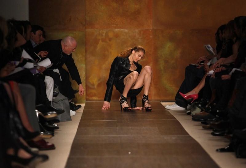 Models falls,When models fall,funny Models falls,models tumble,fashion models,ramp walk