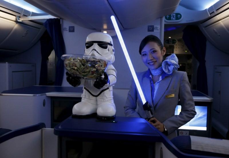 Star Wars on ANA plane,Star Wars,ANA plane,Nippon Airways,ANA R2D2 Boeing,R2D2,Star Wars themed