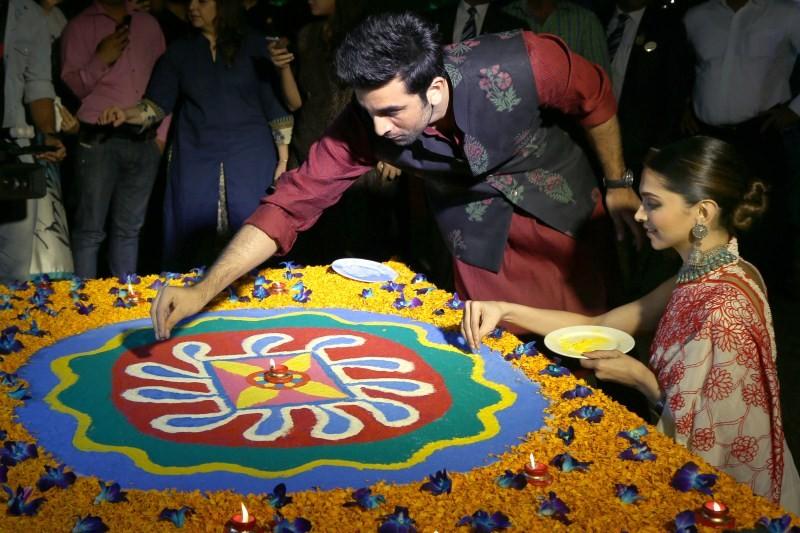 Ranbir Kapoor and Deepika Padukone,Ranbir Kapoor and Deepika Padukone celebrated Diwali,Ranbir Kapoor celebrate Diwali,Deepika Padukone celebrate Diwali,Ranbir-Deepika,Tamasha