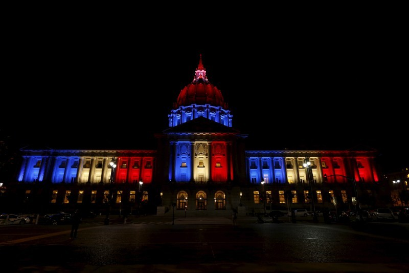 Paris Attack,World Honours The City of Lights,The City of Lights,buildings light,French flag