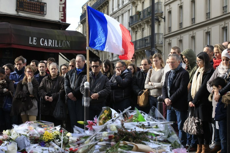 Paris attacks,Paris attack,ISIS Paris Attacks,France observes a Minute's Silence for Victims,one Minute Silence for Victims,France observes one Minute Silence for Victims,one Minute Silence,Brandenburg Gate