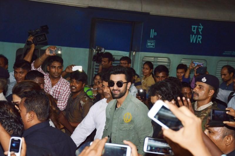 Ranbir Kapoor,Deepika Padukone,Ranbir Kapoor and Deepika Padukone,Tamasha,Tamasha promotion,Ranbir-Deepika's exciting train journey begins,Ranbir-Deepika train journey begins,Ranbir Deepika train journey