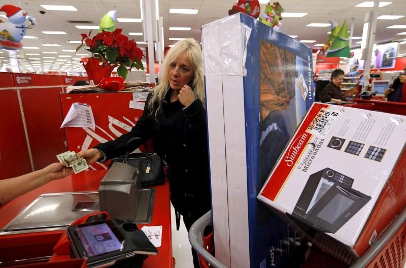 Thanksgiving day,Black Friday,Black Friday madness,Thanksgiving day 2015,Thanksgiving Day Deals,Black Friday madness takes malls