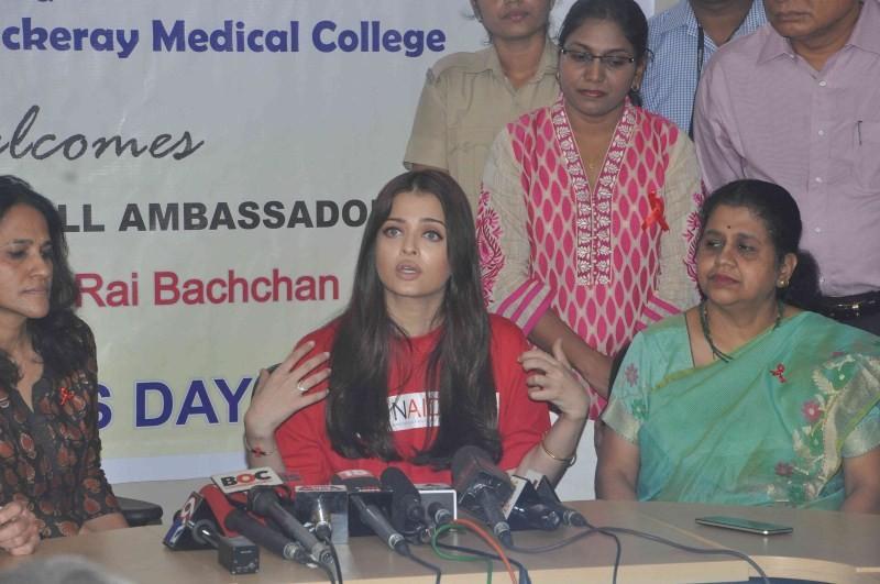 Aishwarya Rai Bachchan,Aishwarya Rai,Aishwarya Rai Awareness on World AIDS Day,Aishwarya Rai Bachchan on world aids day,Aishwarya Rai Bachchan Visit Cooper Hospital