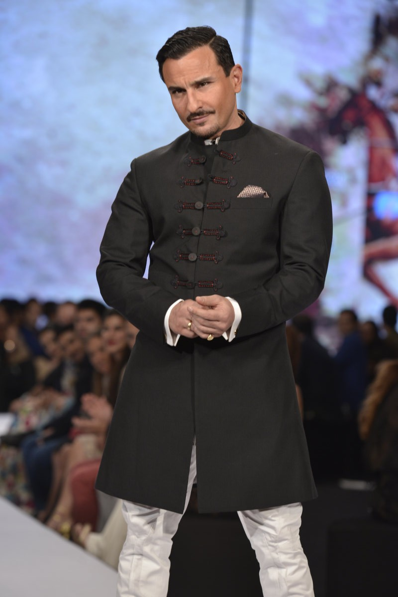 Saif Ali Khan,Saif Ali Khan ramp walk,Saif Ali Khan walks the ramp for Raghavendra Rathore,Bollywood actor Saif Ali Khan,actor Saif Ali Khan