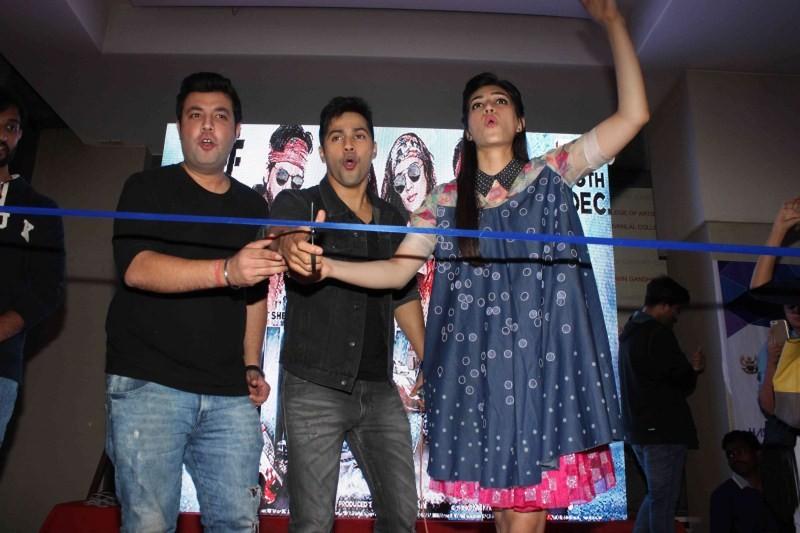 Dilwale,Dilwale promotion,Varun Dhawan,Kriti Sanon,Varun Dhawan and Kriti Sanon,bollywood movie Dilwale