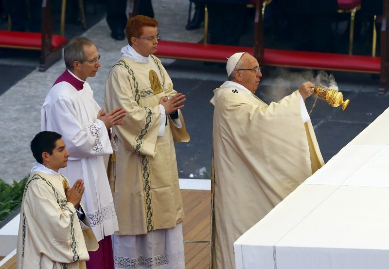 Pope Francis,Catholic Jubilee,Pope Francis opens the door to Catholic Jubilee,Catholic pilgrims,Holy Door,St Peter's basilica
