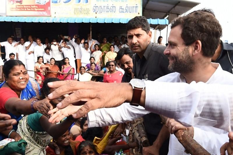 Rahul Gandhi,Rahul Gandhi meets the Chennai flood victims,Rahul Gandhi meets flood victims,Chennai flood victims,Chennai victims