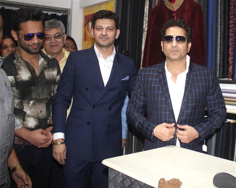 Sachin Tendulkar,designer Umang,Shraddha Mehta store,Sachin Tendulkar inaugurated Shraddha Mehta store,Shraddha Mehta store at Santacruz W