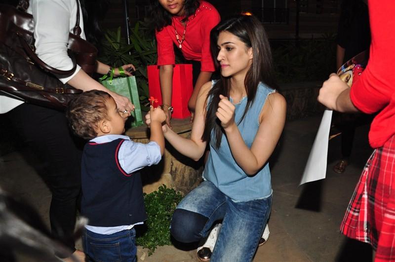 Kriti Sanon,Kriti Sanon celebrates Christmas,Kriti Sanon Christmas celebration,Christmas celebration,Christmas celebration with kids,actress Kriti Sanon